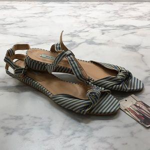 Kimchi Blue low heel sandal NWT